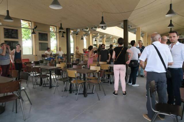 Nouveau cafe de la branche Interieur